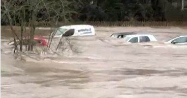 إندونيسيا: تشريد 300 شخص وشل الحركة بالعاصمة جراء الفيضانات