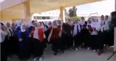 """""""بنت الجيران"""" تعبر الحدود.. رقص طالبات بمدرسة ليبية على المهرجان.. فيديو"""