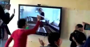 شاهد فيديو الراقصة المتسبب فى فصل 22 طالبا بعد مشاهدته على شاشة داخل المدرسة