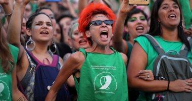 الآلاف من النساء يتظاهرن فى الأرجنتين لتقنين الإجهاض