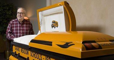 سائق يوصى بتصميم نعشه كحافلة مدرسية.. اعرف قصته؟
