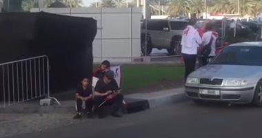 جماهير الزمالك تفترش الأرض أمام ستاد محمد بن زايد قبل فتح الأبواب.. فيديو