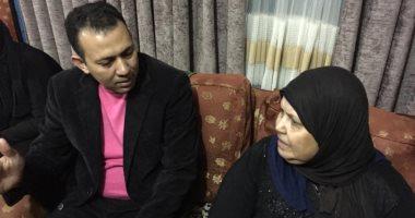 والدة شاب قتله مدمنون في عين شمس تطالب: ما حدش يبيع مخدرات هنا.. فيديو