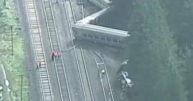 اللقطات الأولى من موقع حادث خروج قطار عن مساره فى أستراليا