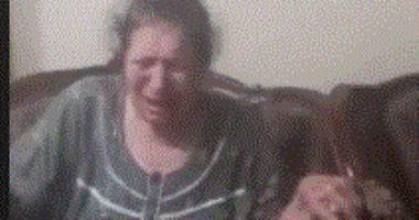 سيدة عجوز تبكى لدخول الحمام وفتاة ترفض توسلاتها.. فيديو