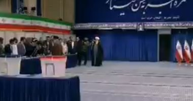 فيديو.. مرشد إيران يصوت بالانتخابات التشريعية ويحث الإيرانيين للنزول