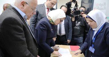 وزيرة الصحة: 579 ألف مواطن سجلوا بمنظومة التأمين الصحى الشامل ببورسعيد.. صور