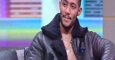 """محمد رمضان لـ الإبراشى: """"الطيار قال لى تعالى أتصور جنبى هنا مفيش حكومة أنا الحكومة"""""""