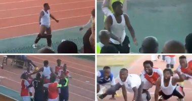 فيديو.. إيقاف مدرب 6 أشهر بعد خلع سرواله أمام الجماهير