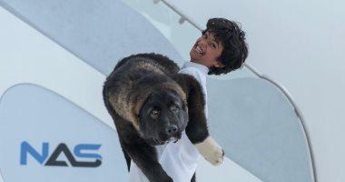 """""""كلب ده ولا دب؟"""".. ولى عهد دبى ينشر صور أحد أفراد العائلة مع حيوان ضخم"""