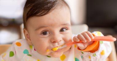 بعد 6 شهور.. كم مرة يجب أن تطعمى طفلك الرضيع؟