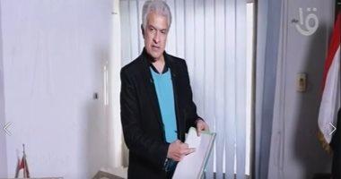 وائل الإبراشى ينفرد بتفاصيل بيع مكتب الراحل أحمد زكى فى الهرم بمقتنياته