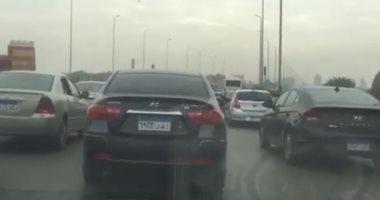 فيديو.. كثافات مرورية وحادث تصادم وسيارات تسير عكس الاتجاه أعلى محور صفط