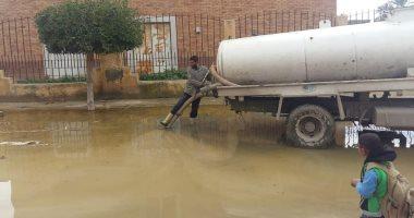صور.. تحسن طفيف فى حالة الطقس.. والأحياء ترفع تراكمات مياه الأمطار بالإسكندرية