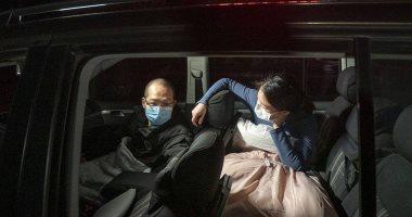 بطولات فى مواجهة كورونا.. زوجان يقضيان شهرًا بالشارع لعلاج مصابى الفيروس بالصين