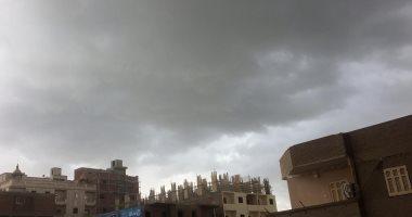 موجه من الطقس السيئ وهطول متوسط للأمطار والمرور تحذر السائقين بسوهاج.. صور