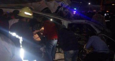 مصرع 10 أشخاص وإصابة 5 فى تصادم ميكروباص وسيارة نقل قرب مطار القاهرة