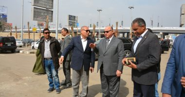 محافظ القاهرة يشكل لجنة لفحص معدات النظافة بجراج النزهة.. صور