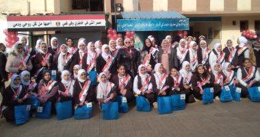 صور.. وكيل تعليم كفر الشيخ تكرم 46 طالبه متفوقه بمدرسة إعدادية