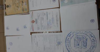 التحقيق مع متهمين نصبا على راغبى السفر واستوليا على أموالهم بموجب مستندات مزورة