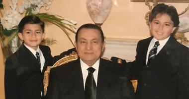 """لقاء الأحبة وسنوات الحزن.. مبارك يلتقى حفيده الراحل """"محمد"""" بعد 11 عاما"""