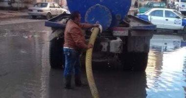 انتشار سيارات لشفط تراكمات مياه اﻷمطار بمحاور القاهرة و الجيزة لمنع الحوادث