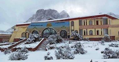 محافظ جنوب سيناء يدعو المواطنين لزيارة مدينة سانت كاترين