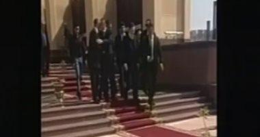 علاء وجمال مبارك يغادران مسجد المشير بعد صلاة الجنازة على الرئيس الأسبق