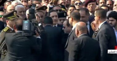 شاهد.. لحظة مصافحة الرئيس السيسى لجمال وعلاء مبارك فى واجب عزاء والدهما