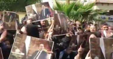 أقوى رسالة من سيدة بالدموع.. وآخرين يقدمون غنوة فى وداع مبارك