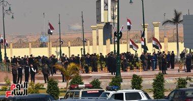 فيديو.. تكثيف أمنى بمدخل مسجد المشير لانتظار تشييع جثمان مبارك
