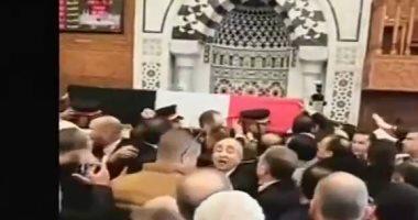 جثمان حسنى مبارك أمام محراب مسجد المشير طنطاوى لأداء الصلاة عليه..صور