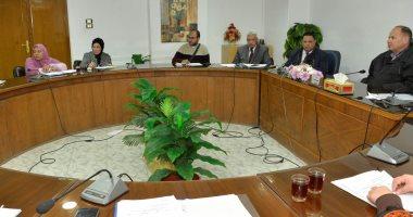 محافظ أسيوط يجتمع بمثلى الجهات التنفيذية لبحث شكاوى المواطنين (صور)