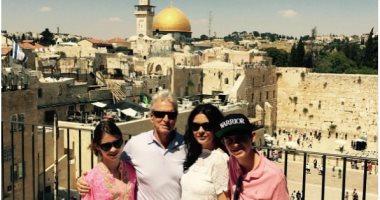 مايكل دوجلاس تعليقا على صورته بالقدس: سعيد بالعودة لإسرائيل.. وجمهوره: اسمها فلسطين