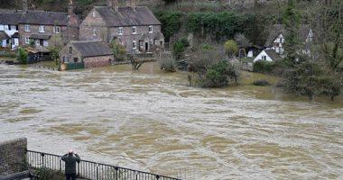 غرق عشرات البيوت والشوارع بسبب فيضان نهر سيفرن ببريطانيا