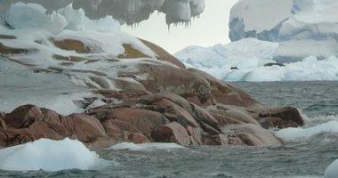 ذوبان الأنهار الجليدية فى أنتاركتيكا يكشف عن جزيرة مخفية