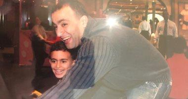 هذا الشبل من ذاك الأسد.. أحمد السقا وابنه ياسين علاقة صداقة قوية