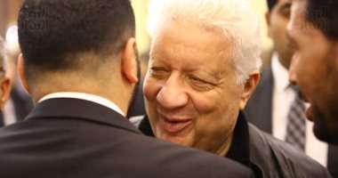 """بـ""""الأعناق"""".. أول لقاء بين مرتضى منصور وعماد متعب بعد أحداث القمة.. صور"""