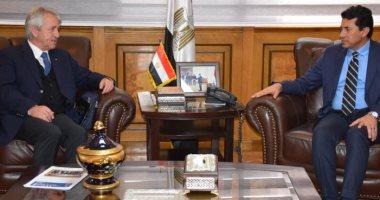 وزير الرياضة يلتقى رئيس الاتحاد الدولي للخماسي الحديث