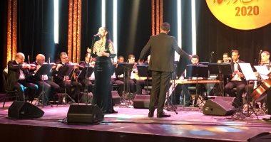 """مي فاروق تبدأ حفل ختام مهرجان دندرة للموسيقي والغناء بـ""""ألف ليلة وليلة"""""""