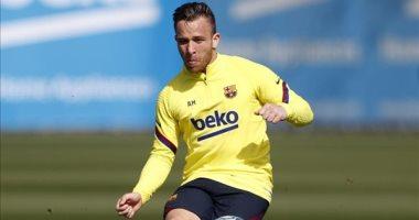 أرثر ميلو يتمرد على برشلونة قبل موقعة نابولى بدورى أبطال أوروبا