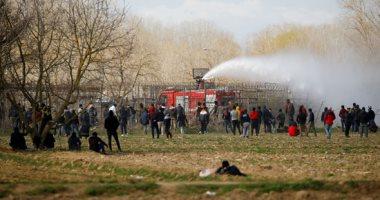 كر وفر بين اللاجئين السوريين وقوات الأمن اليونانية على الحدود التركية