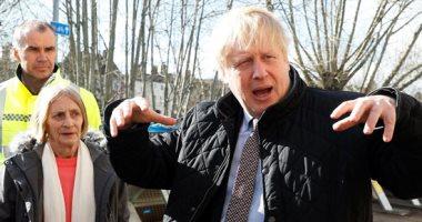 رئيس الوزراء البريطانى يزور المناطق المنكوبة خلال الفيضانات