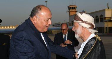 وزير الخارجية يصل إلى سلطنة عمان حاملا رسالة من الرئيس السيسى.. صور