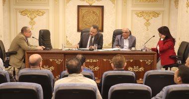 """مطالب برلمانية بغلق صالونات """"الحلاقة والتجميل"""" مؤقتًا لمنع انتقال العدوى"""