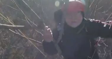 فرقة طوارئ تنقذ أمريكى علق بباراشوت على شجرة فى ولاية ألاباما بطائرة هليكوبتر
