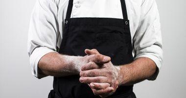 طريقة جديدة لمواجهة نقص المعدات..أطباء يستخدمون أدوات الطبخ لمكافحة كورونا