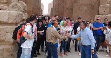 رغم سوء الجو.. الآثار: لم يتم إلغاء أى رحلة سياحية والإقبال متزايد بالمواقع.. صور