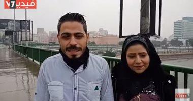 قصة حب تتحدى العاصفة.. كريم وخطيبته عاشقان تحت الأمطار