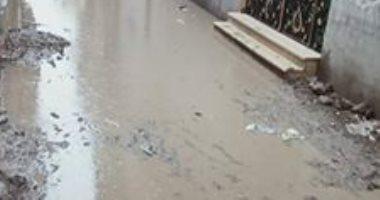 صور.. أهالى قرية بالسنبلاوين المياه تحاصر حتى الوحدة المحلية